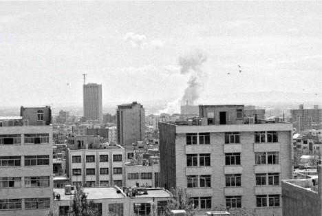 نماي جنوبي شهر از  پشتبام انتشارات سروش، خیابان مطهری، نبش مفتح، 17 اسفند 66