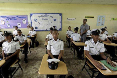 پاناما سیتی، پاناما. دانشآموزان سال دهم کلاس فوقبرنامهی دریانوردی، مدرسهی آرتسی اوفیسیوس ملکور لاسودلاوگا عكس: Carlos Jasso